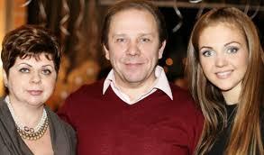 Марина Девятова биография певицы семья личная жизнь муж дети  Певица Марина Девятова с родителями