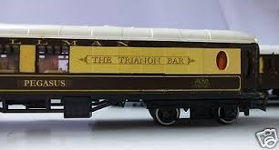 TRIANG 00 GAUGE RAKE OF FIVE PULLMAN COACHES INCLUDING THE TRIANON BAR CAR  | #428077664