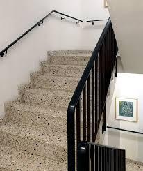 Insbesondere gewendelten treppen sollten sie auf beiden seiten einen handlauf vorsehen. Kunststoffhandlaufe Pvc Handlauf Aufziehen Und Ersetzten Metall Werk Zurich Ag