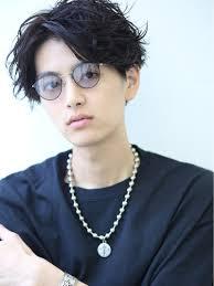 メンズの丸メガネコーデ髪型ブランド似合う人の特徴 トレンドの