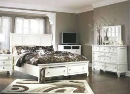 S Greensburg Bedroom Set King – Seekapp