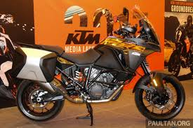 2018 ktm adventure bikes. contemporary 2018 for an additional rm4800 riders can choose the option of ktm travel  pack that adds upanddown quickshifter my ride has smartphone  to 2018 ktm adventure bikes