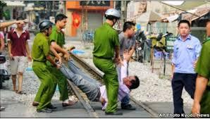 XHCN Việt Nam: Khi đạo đức thối rữa & Cái ác làm bá chủ Images?q=tbn:ANd9GcTt119WRAzERNqy_RAK7Xhqqzti0WkKa8-9DJoohfCKxK7FnOmW