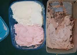 Berbagai rasa es krim pun ditampilkan agar bisa dinikmati tanpa bosan. Cara Membuat Es Krim Rumahan Sederhana Yang Enak
