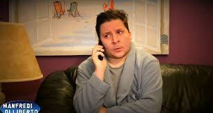 Manfredi Di Liberto prende in giro i call center: il nuovo sketch del  comico palermitano - Giornale di Sicilia