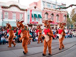 21-magical-photos-that-show-what-its-like-to-celebrate-christmas -at-disney.jpg