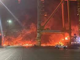 شاهد بالفيديو.. إنفجار عنيف في ميناء جبل علي بالإمارات وحكومة دبي تكشف  الأسباب