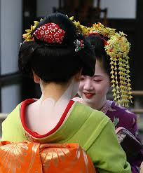 typical nape make up on a maiko note the red collar