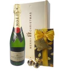 00f542f9 e7fd 4162 882e b08b90a7c06e moet chandon nv chagne and chocolates gift box png