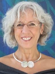 Raphaela Cornelia Hausmann. Spiritueller Coach / Spirituelle Lehrerin Bewusstseinstrainerin Chorleiterin / Musikpädagogin. Ich wurde 1953 geboren, - raa-2