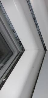 Dreifach Verglaste Fenster Beschlagen Und Schimmeln Von Außen