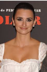 penelope cruz added a sultry effect to her glowing skin with a smoky eye