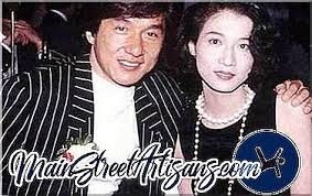 Jackie's idyllic life of exploring ancient tombs and long lost temples in the study of past civilizations is. Familie Jackie Chan Beste Filme Mit Jackie Chan Jacy Chan Und Etta U Chjolin Filme 2021