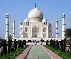 What are some of the most famous buildings and monuments in the