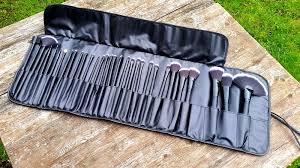 uy plete 32 piece essential makeup brush set