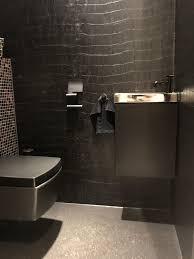 Elitis Behang Big Croco Toilet In 2019 Huis Interieur Zwarte Wc