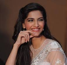 I see hearts and other girly stuff all around me: Sonam Kapoor 0 - Sonam-Kapoor-during-the-press-conference-for-Raanjhanaa-held-at-Crowne-Plaza-Okhla-New-Delhi-on-June-14-2013-_0