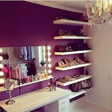 2 floating shelves