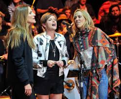 Emily Robison Dixie Chicks Fill Arenas With Return Sfgate