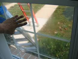workerreplacingafoggedwindowpane glass pane replacement w73