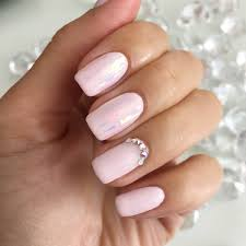it doesn t provide strength to the nail and is considered the most flexible type of gel it can be applied on natural nails soft gels hard gels and even