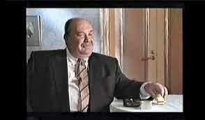 """Герой своего времени Могилевич-Шнайдер // """"Совместно с криминальным  авторитетом Сильвестром организовал сеть платных туалетов на вокзалах от  фирмы «Внуково-1». Это дало возможность материально поддерживать московскую  милицию"""" - Компромат.Ру / Compromat.Ru"""