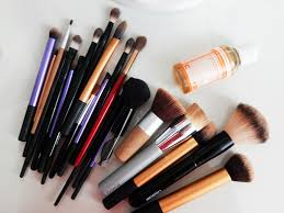 as you can see i have a pile of dirty makeup brushes on my desk right now admittedly i like to drag out the e in betweem deep cleaning as looong as