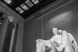 lincoln memorial at night black and white. lincoln memorial at night black and white n