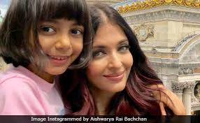 aishwarya rai bachchan shares yet another pic featuring aaradhya and we can t take our eyes off their smiles