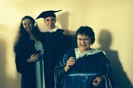 Казанская пенсионерка получила красный диплом в года Вечерняя  Самой возрастной студенткой в истории Казанского университета стала Наталья Чернова которая недавно получила диплом с отличием по направлению Теология