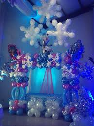 What a beautiful cake table decoration for a