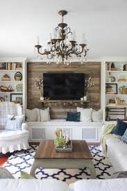 simple fall living room with pallet accent wall