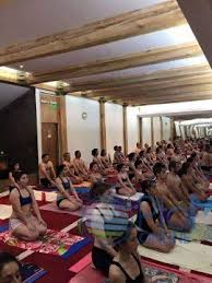 en chile la escuela de bikram yoga chile abrió sus puertas hace 12 años y actualmente tiene estudios en santiago puerto montt puerto varas y hace un solo
