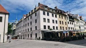 For Sale: Freddie Mercurys Wohnung in München - Wohnen | heute.at