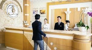 Kết quả hình ảnh cho lễ tân khách sạn