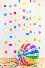 creative diy wedding party backdrops floating confetti photobooth in a box