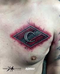 фото татуировки спартак в стиле цветная татуировки на груди