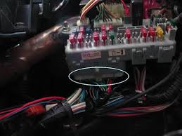 crx community forum \u2022 view topic how to add a headlight buzzer 1990 Crx Si Fuse Box Wiring and this shows my aborted attempt at wiring the door circuit the two connections on the right side are the door buzzers if you slip a narrow flat probe 1991 CRX Si