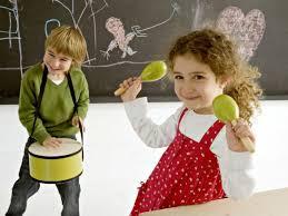 Resultado de imagen para niños de 5 a 6 años tocando instrumento