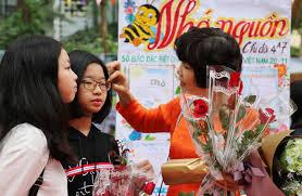 Ngộ nghĩnh hình ảnh cô thầy trên báo tường ngày 20/11 | baotintuc.vn