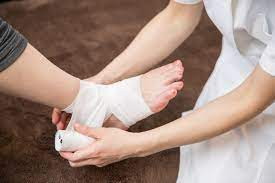 捻挫 を 早く 治す 方法