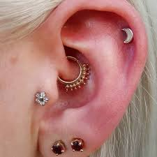 coleythrash did this sweet daith with a solid gold cora ring while working at