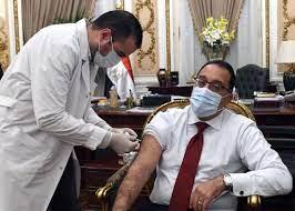رئيس الوزراء يتلقى اللقاح المضاد لكورونا.. ويؤكد: تكليفات من الرئيس بتوفير  الكميات اللازمة من اللقاحات - بوابة الأهرام