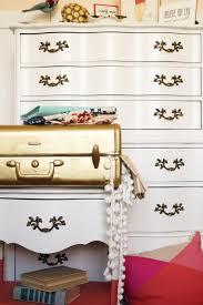 Diy metallic furniture Faux Diy Metallic Gold Suitcase The Tamara Blog Wordpresscom Spray Paint Suitcase In Two Easy Steps Hgtvs Decorating
