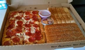 the pizza hut 10 dollar dinner box is