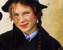 Bella also plays mildred hubble in the 2017 tv adaptation of the worst witchcredit: The Worst Witch Is Getting A Remake And They Ve Found A New Mildred Hubble Heart