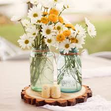 Shasta Daisy in a country casual centerpiece. Great for an outdoor Summer  wedding.