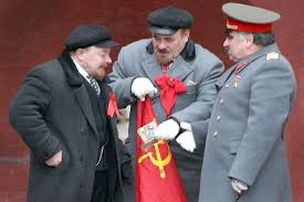 lenin and stalin stalin and lenin impersonators battle it out in red square off