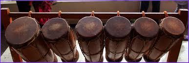 Dilansir dari kemeterian pendidikan dan kebudayaan republik indonesia, ladolado adalah alat musik petik tradisional yang bentuknya menyerupai gitar dan gambus. 30 Alat Musik Tradisional Indonesia Yang Terkenal Bukareview