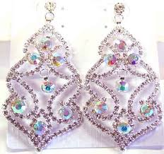 description clear and aurora borealis rhinestone chandelier earrings a slightly diffe take on the basic chandelier design with the larger stones in